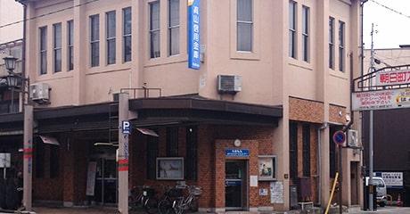 高山信用金庫川西支店の外観